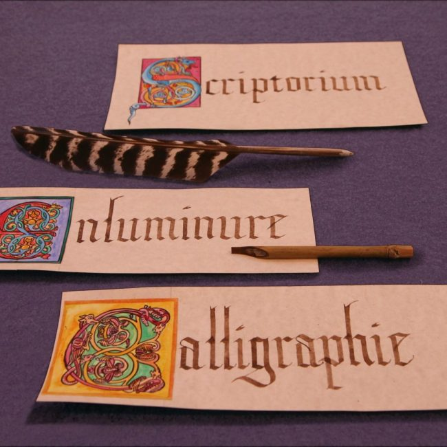 scriptorium enluminure calligraphie plume pédagogie école médiévale