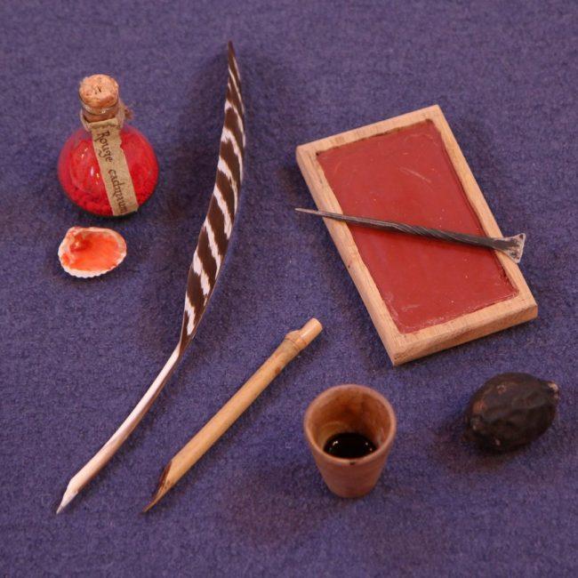 plume d'oie tablette de cire d'abeille pigment encre médiévale